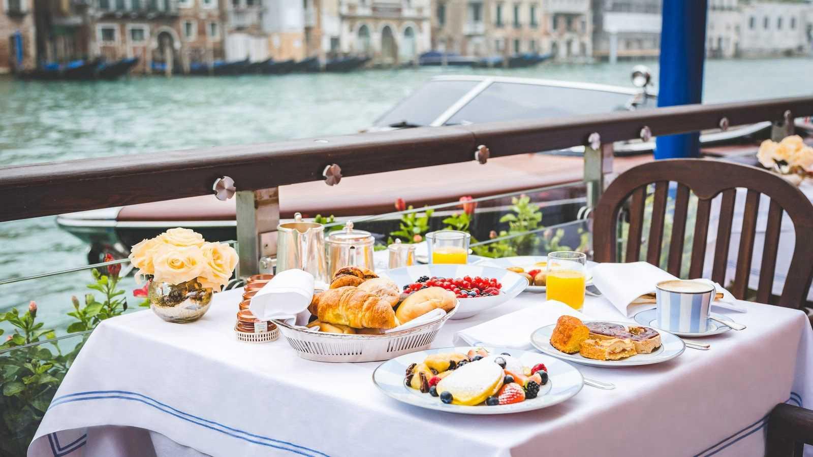 مقویترین صبحانههای دنیا کدامند؟ بهترین غذاهایی که میشود در صبحانه خورد