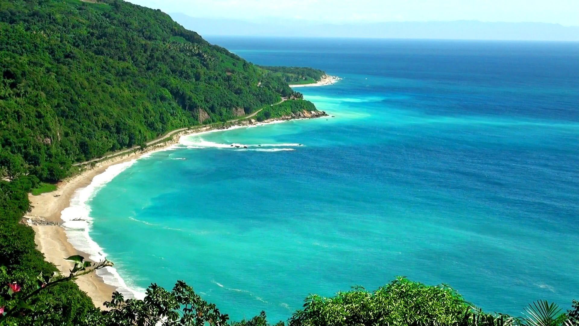 چرا رنگ آبی دریای کارائیب اینقدر زیبا و متفاوت از دریاهای دیگر است؟