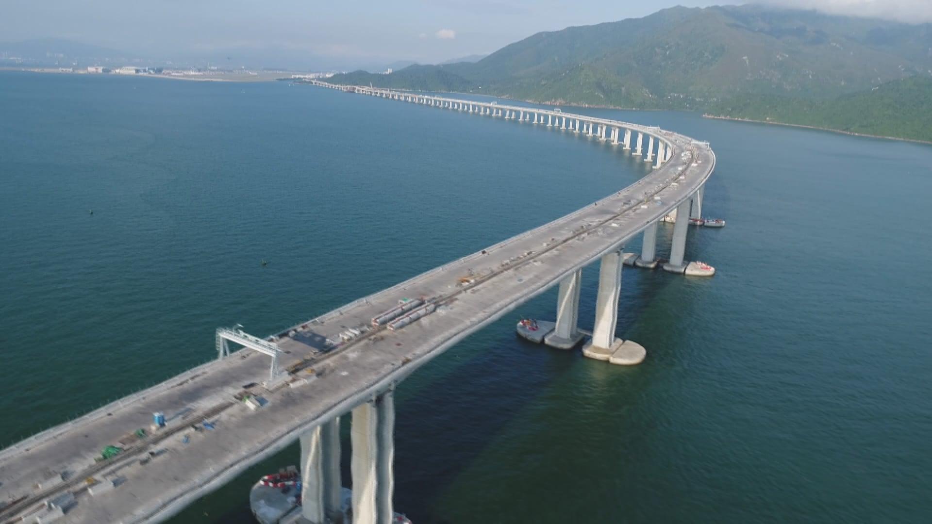 بلندترین پل دریایی جهان که هنگ کنگ و چین را به هم متصل کرده است