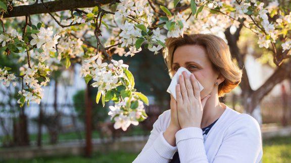 تفاوت علائم آلرژی فصلی و ویروس کرونا