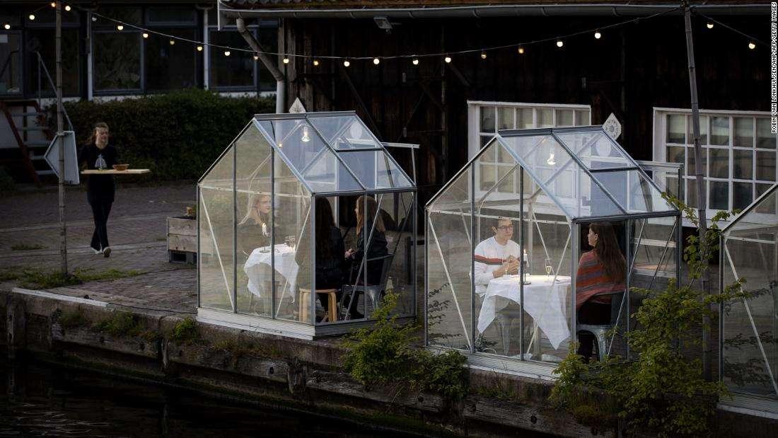 فضای سرو غذا در گلخانه قرنطینه