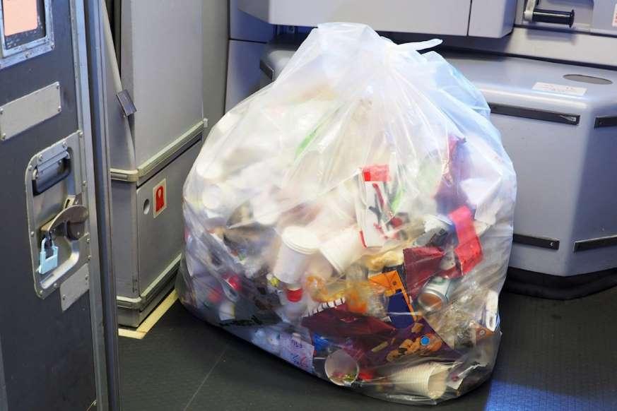 6. دیگر کسی زبالههای شما را جمع نمیکند