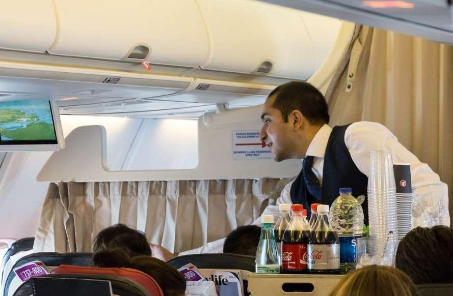 سفرهای هوایی با ویروس کرونا - 3. دیگر هیچ میان وعده یا وعده غذایی کاملی به شما ارائه نمیشود