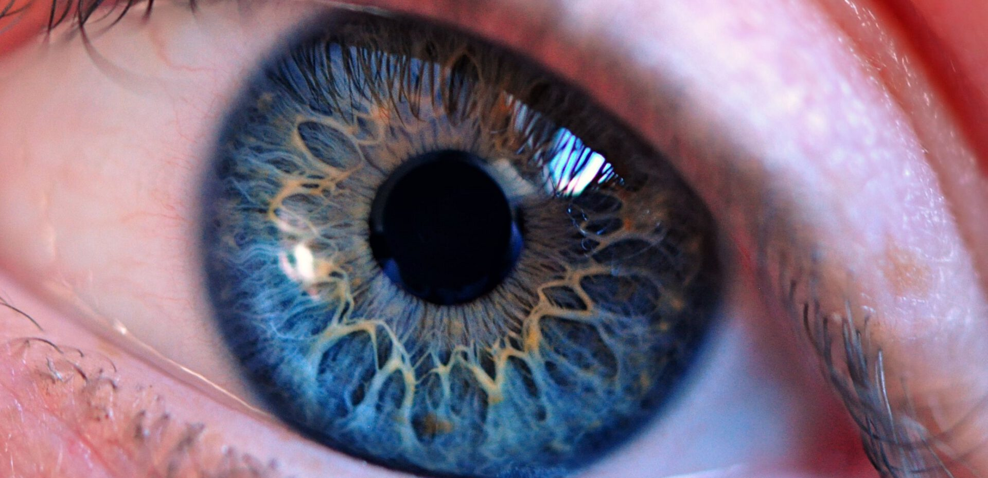 چشمان آبی