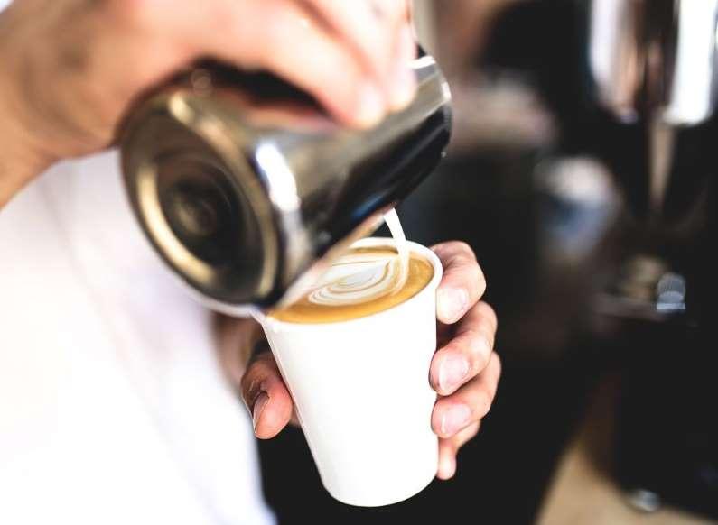 19. نوشیدن قهوه