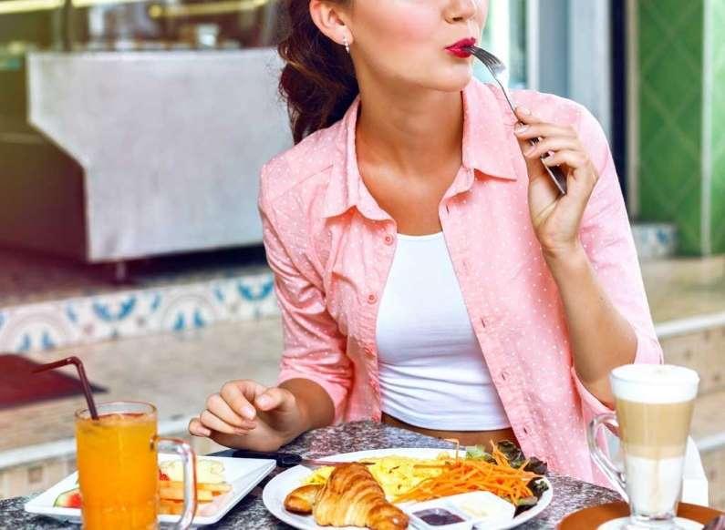 20 عادت بد خوردن صبحانه - 2. صبحانه پرچرب Grand Slam