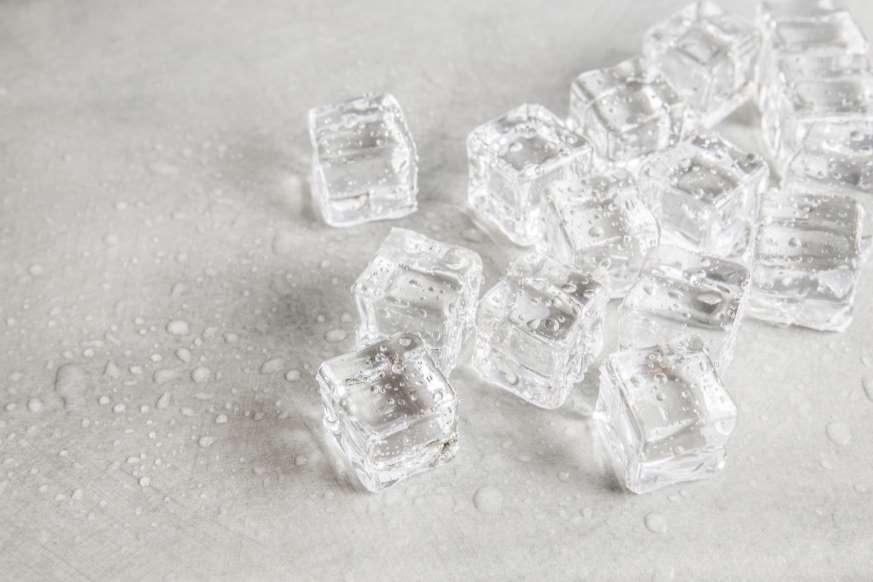 20. آب گرم سریعتر از آب سرد یخ میزند.