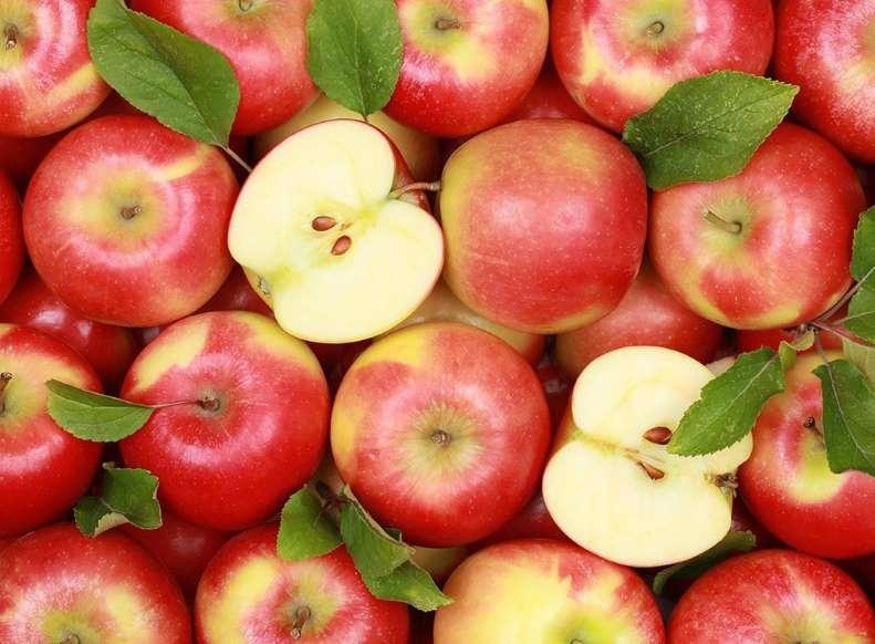 20 نمونه دانش طبیعی - 13. اگر فضای خالی موجود درون اتمها را حذف کنید، تمام بشریت میتواند درون یک سیب جای بگیرد.