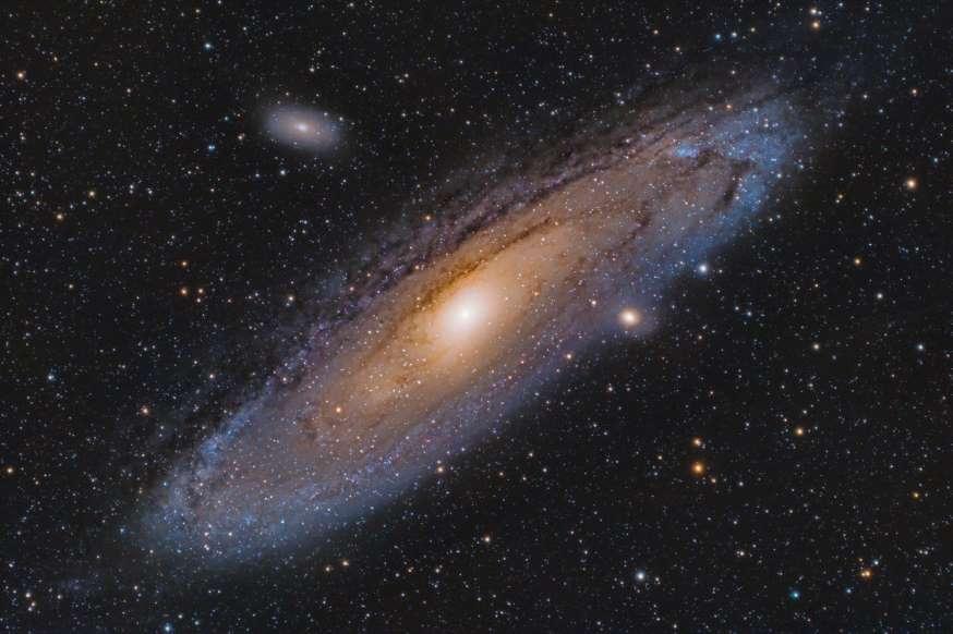 17. کهکشان آندرومدا ستارهای با نام M31N 2008-12a دارد که هر ساله منفجر میشود.