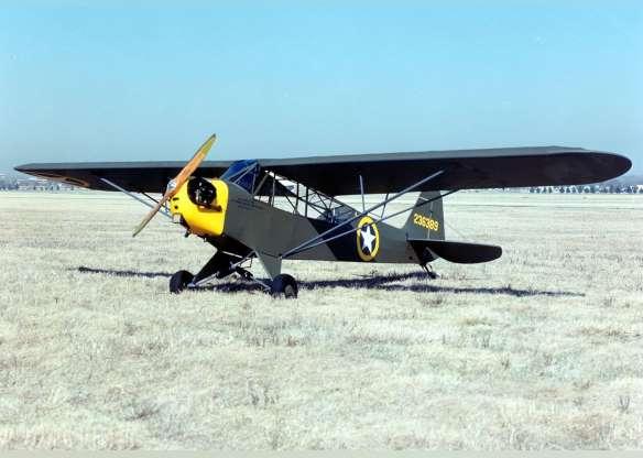 تاریخچه هواپیماهای نظامی آمریکا - 13. L-4 Grasshopper