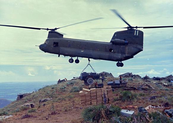 تاریخچه هواپیماهای نظامی آمریکا - 28. Boeing CH-47 Chinook