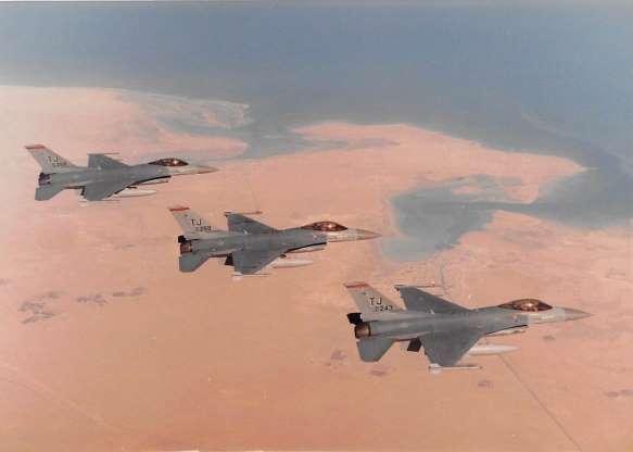 تاریخچه هواپیماهای نظامی آمریکا - 32. جنگنده F-16 Falcon