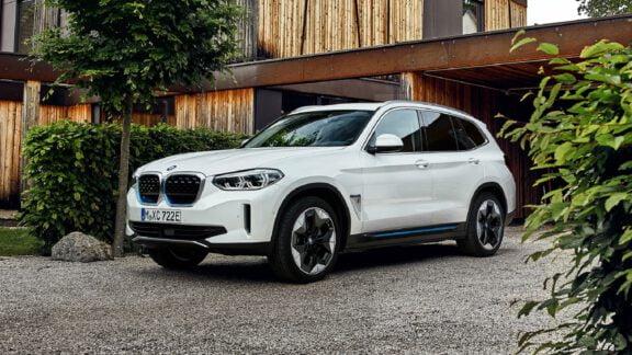 رونمایی BMW از SUV تمام الکتریکی iX3 با قدرت، برد و فضای بیشتر