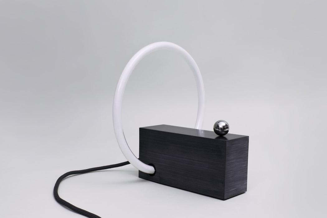 خاموش شدن در هنگام قرارگیری گوی در دورترین قسمت پایه نسبت به لامپ