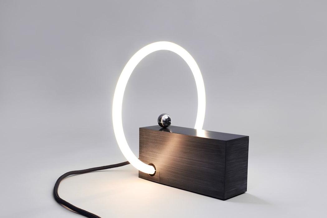 اختراع دوباره کلید برق - روشن شدن در هنگام قرارگیری گوی در زیر حلقه لامپ