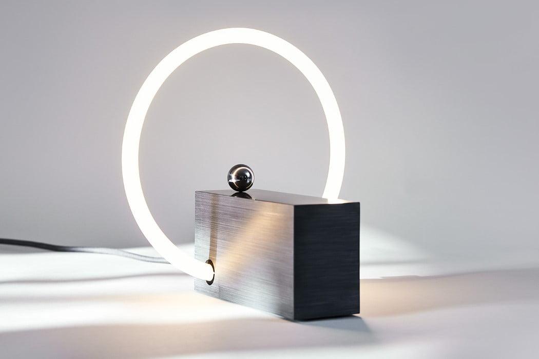اختراع دوباره کلید برق - روشنایی لامپ با استفاده از میدانهای مغناطیسی