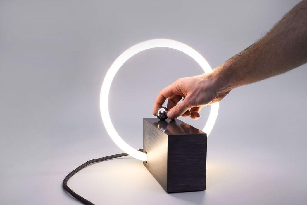 اختراع دوباره کلید برق به شکلی خلاقانه و متفاوت از انواع خسته کننده آن