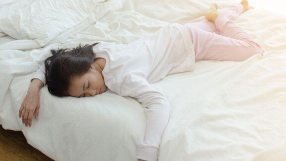 خوابیدن روی شکم و معده