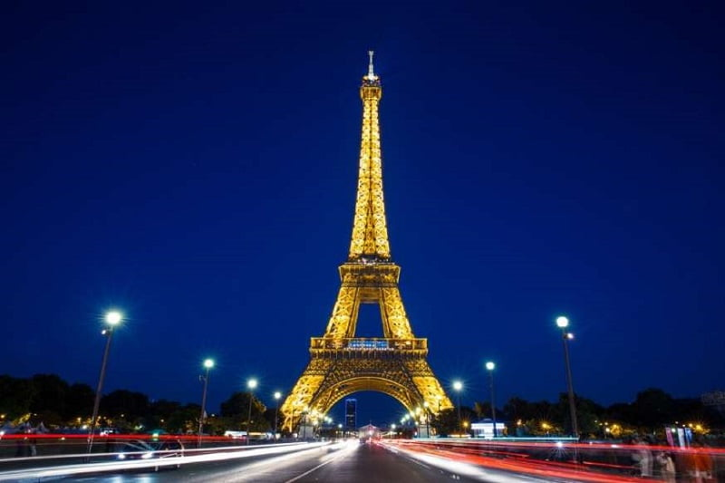 20 دانش عمومی از سراسر جهان - 13. برج ایفل در طول تابستان بیش از شش اینچ رشد میکند.