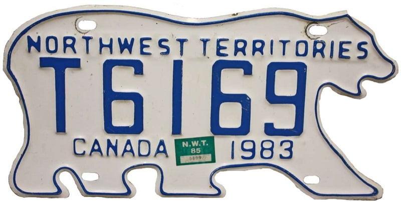 19. در مناطق شمال غربی کانادا، برخی از پلاک خودروها به شکل خرس قطبی ساخته میشوند.