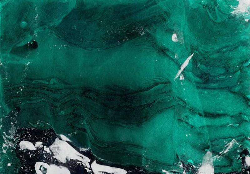 16. نوعی کوه یخی وجود دارد که از «زمرد سبز» تشکیل شده است.