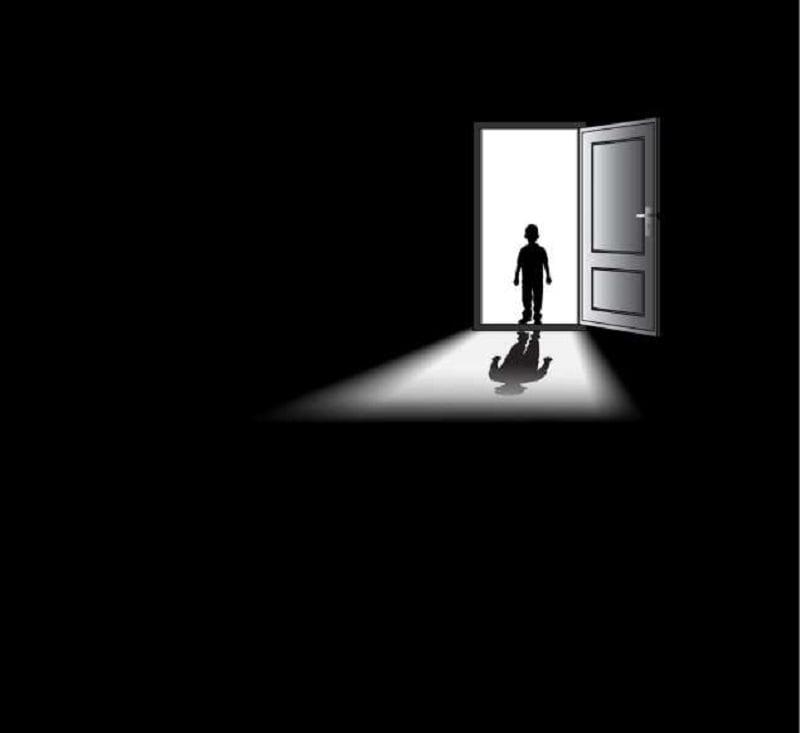 20 دانش عمومی از سراسر جهان - 11. شما درون یک اتاق تاریک، رنگ سیاه خالص را نمیبینید. آن چه شما میبینید نوعی رنگ خاکستری با نام «خاکستری مغز» یا «نور تاریک»(Eigengrau) است که از نبود نور ناشی میشود.