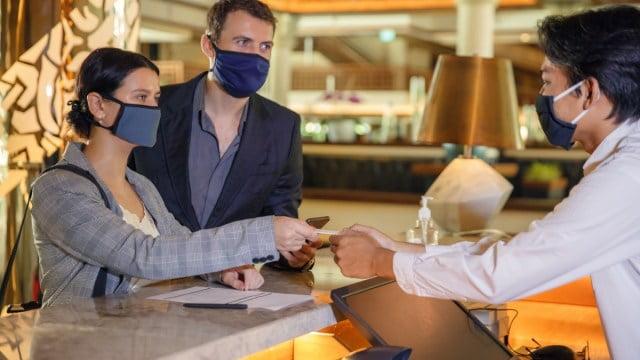مسافرت با وجود ویروس کرونا: 4 موردی که نباید لمس کنید