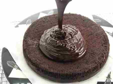 طرز تهیه تزیین خامه شکلاتی - مرحله 2