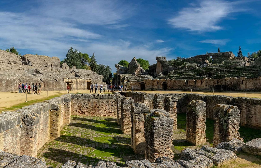 7. به ویرانههای رومی ایتالیکا بروید