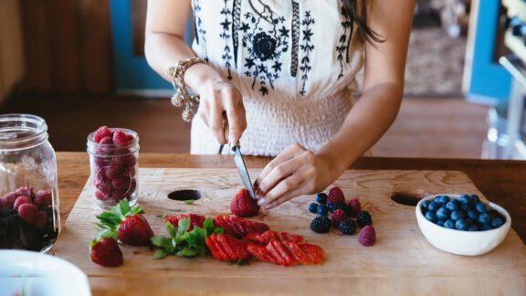 خوردن میوه با معده خالی